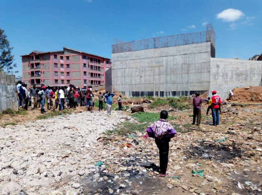 Photo: Pascal Kipkemboi, July 2018 Residents gather around the bridge abutment at the Lang'ata side of Kibera – the beginning of the bypass.